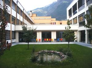 Bunter Bibliotheksgarten