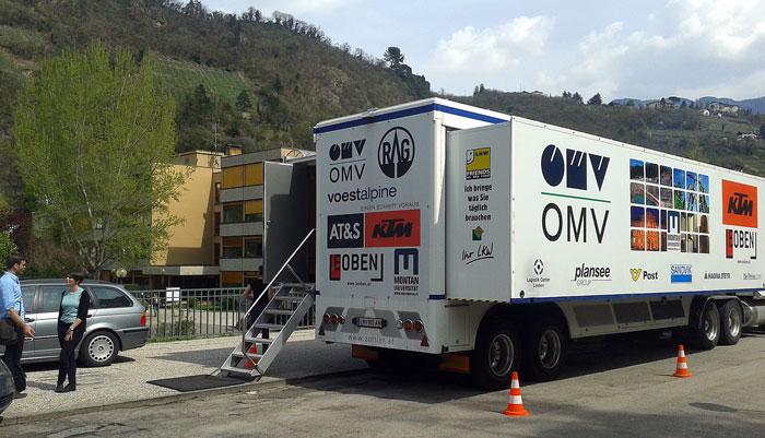 Ungewöhnlicher Vorführort: Lastwagen-Container