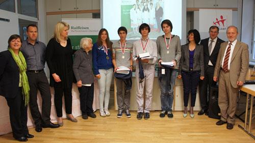 Preisträger 1 -3 mit Organisatoren, Sponsor und DirektorInnen