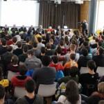 Über 200 Schülerinnen und Schüler lauschen gespannt beim Memorial Day