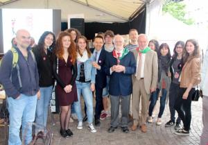 Schülerinnen und Schüler der TFO und des Liceo mit Prominez