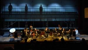"Szenenbild aus den ""Bombenjahren"" im Stadttheater Bozen"