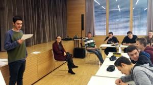 Selma Mahlknecht (sitzend) und die Teilnehmer am Workshop