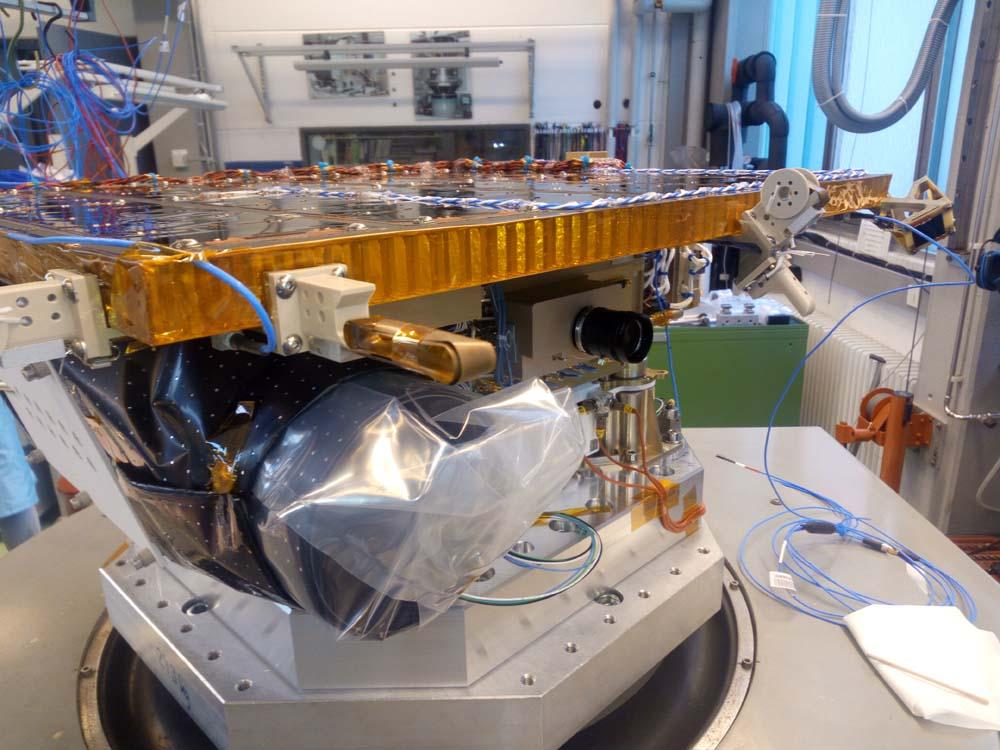 Solarpanel, Antennen, Sternkamera und µRosi