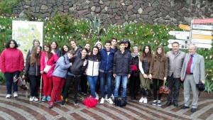 Schulbesuch-Terragni-Gruppenfoto-TrautmDorff-(3)-web