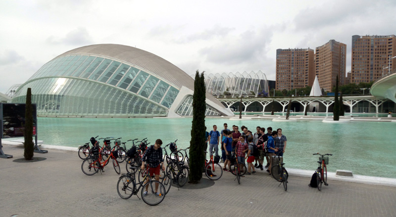 Gruppenbild vor dem Science Center