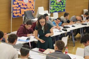 Schriftstellerin Selma Mahlknecht betreute den Workshop der 4. Klassen