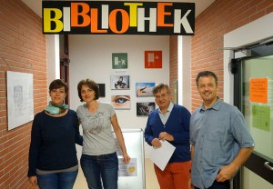 """Bibliothekarin Barbara Perri (RG/TFO Bozen """"Anich""""), Bibliothekarin Greti, Markus Fritz (Amt für Bibliothekswesen), Bibliotheksleiter Ewald Kontschieder"""