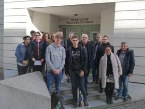 Direktorin Heidi Hübner mit Christoph Göppner und Hermann Hofer mit Mitgliedern der Projektgruppe