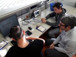 Auch Philosophie-Lehrer können im Elektroniklabor zu neuen Erkenntnissen gelangen.